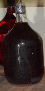 Домашнее вино из винограда готово к употреблению