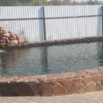 Открытый бассейн на участке загородного дома