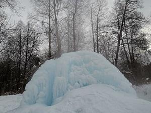 Судогодский рукотворный фонтан зимой