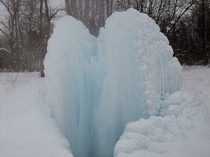 Судогодский природный фонтан особенно красив зимой